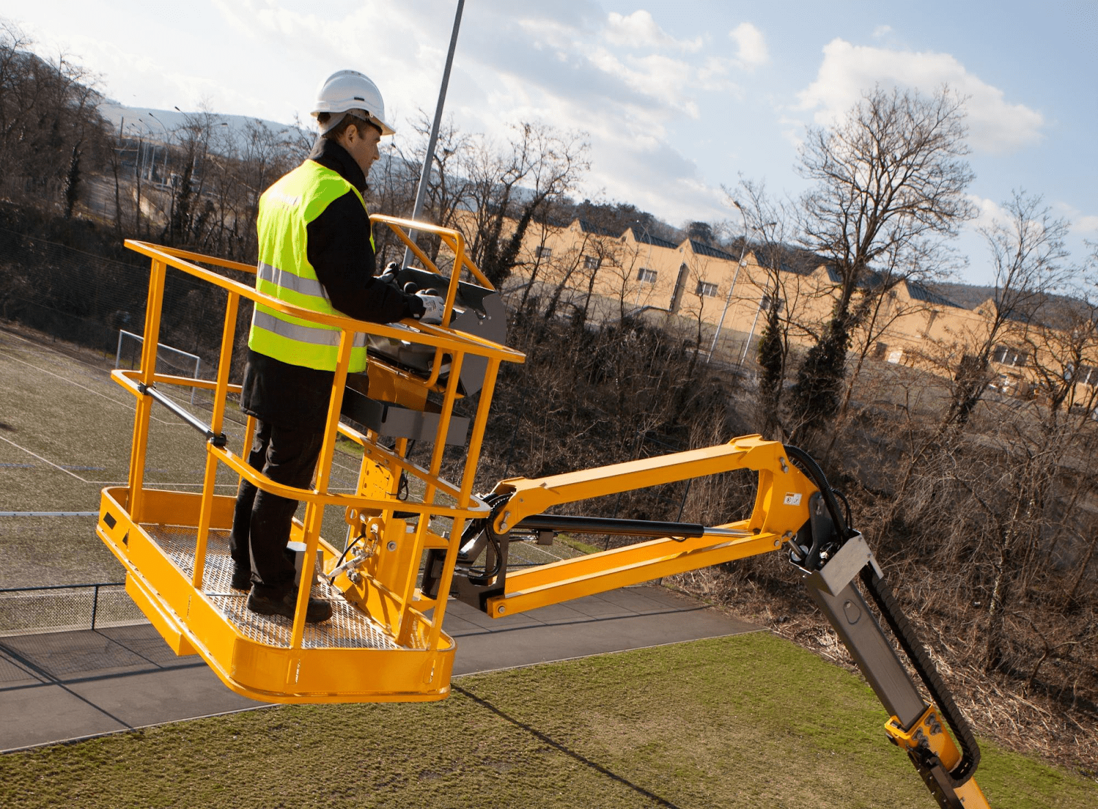 Learn The Top 4 Benefits Of Working with A Cherry Picker