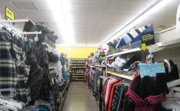 Tips for finding the right clothing racks for a clothing store