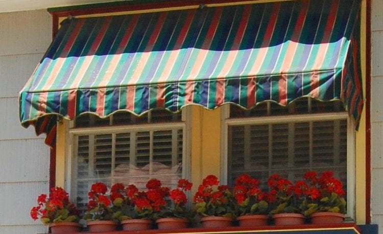 5 Reasons Why People Choose Canvas Awnings For Window Shades