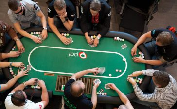 Tricks to Confuse other Players at Poker Games